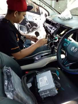Upgrade audio dan kaca film mobil berkelas