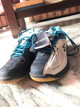Yonex  Power Cushion 35 Unisex  New Shoes of  Rs 2000  Uk-7 siz