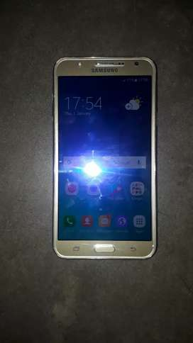 Samsung  j7 only box and charjer