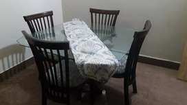 4 seater dining tabel like new