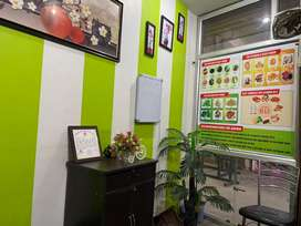 homoeopathic clinic me keval baethna h aur medicine deni h