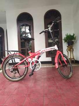 Sepeda lipat lengkap