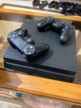 PS4 SLIM 500 GB [ALMOST NEW] with 2 Controllers and 9 Games