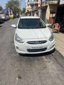 Top model verna 2011 petrol