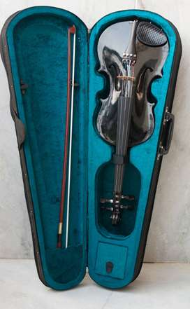 Violin with case used for just few times Brand NEW Condition