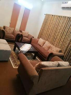 7 seater sofa in gud condition without tables in low price