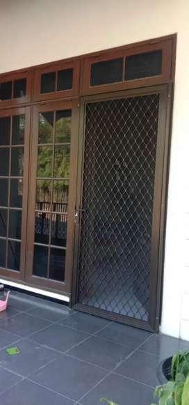 Pintu anti nyamuk aluminium