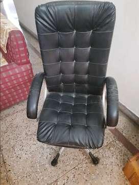 Black office chair 360 degree rotation