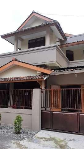 Disewakan Rumah 2 Lantai Kartasura lokasi strategis new renovasi