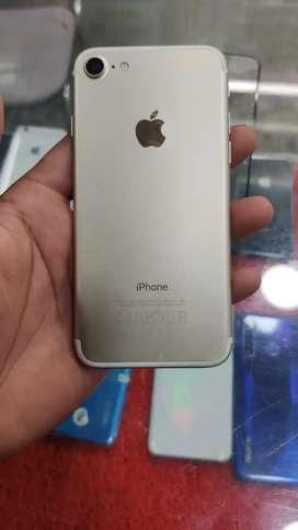 iPhone 7 (32GB) 1 Year Old.