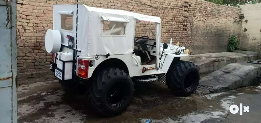 Fully White Hunter Willy jeep 0