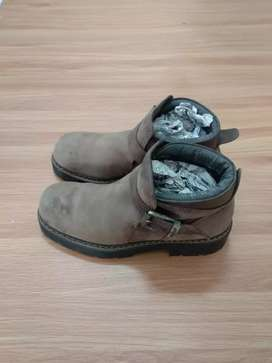 Sepatu boots Marc