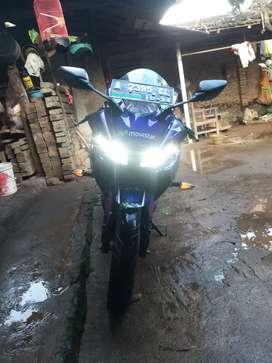 Dijual motor muluss uss kya gadis behoy..Yamaha YZF-R15