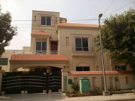 10 Marla House Available For Sale In Jasmine Block Bahria Town