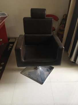 Pedicure chair 3500/-