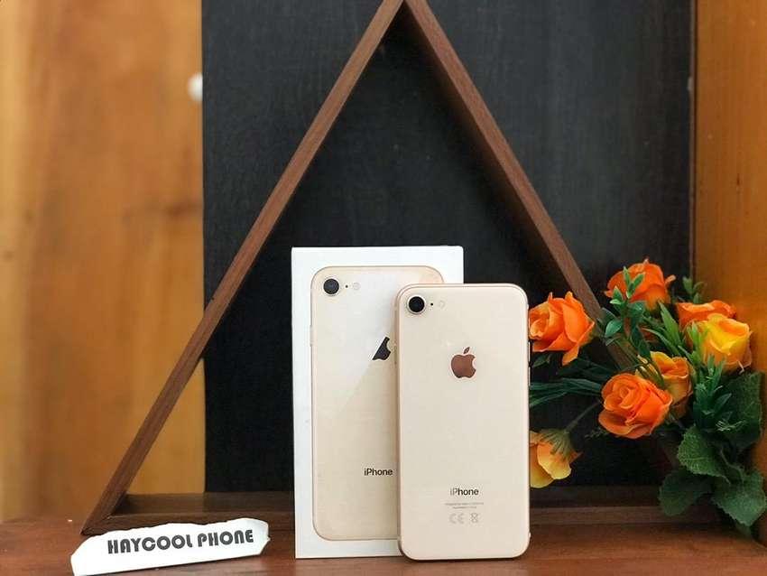 Second ori iphone 8 64 gold ( murah ) 0