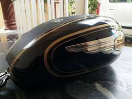 Std 350 fuel tank. Small scratch. shining and Buity