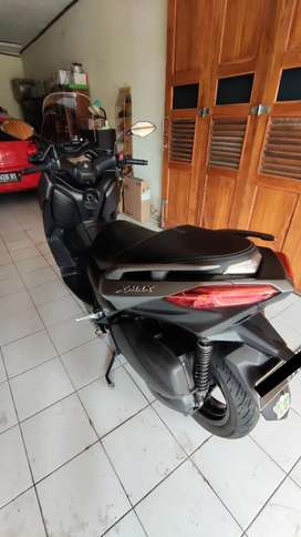 Yamaha Xmax Black Charcoal