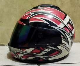 Helm MDS full face, warna merah putih hitam