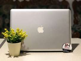 Macbook Pro 2011 8gb ram 750Gb HDD layar 15 inc