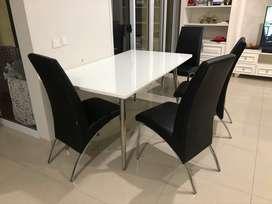 Meja makan set (1 meja + 4 kursi) merk informa