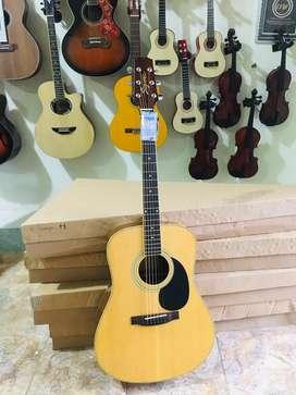 Gitar original branded mewah