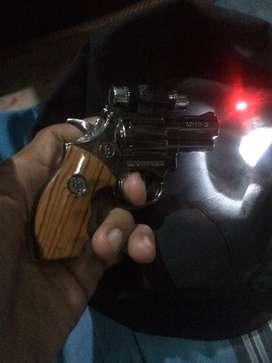 korek api gas model pistol ada senter laser