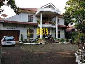 Rumah Mewah  Luas 980m2 Lokasi Strategis di Srengseng Sawah Jagakarsa