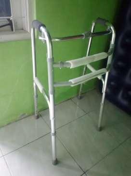 walker alat bantu jalan