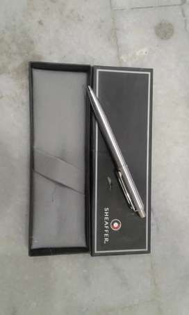 Parker ink pen and Sheaffer pen