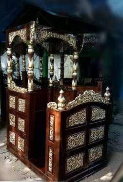 mimbar masjid ukir finising natural emas kayu jati