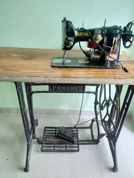 Sweing machine with motor pedel