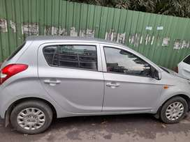 i20 2011 last month brand new condition 64000 running