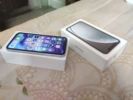 iPhone Xr 128gb white with bill & box