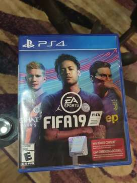Slightly used ps4 controller and fifa 19