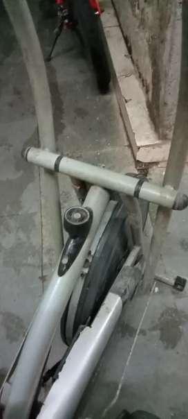 Physicq brand 1hand excercise cycle sit uper nicha kar sakta hai