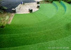 Dekorasi Lantai Dengan Pemasangan Rumput Sintetis
