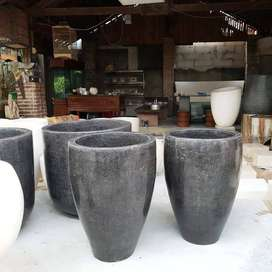 Pot Elegant dan Cantik Tipe Vas Hitam Glossy