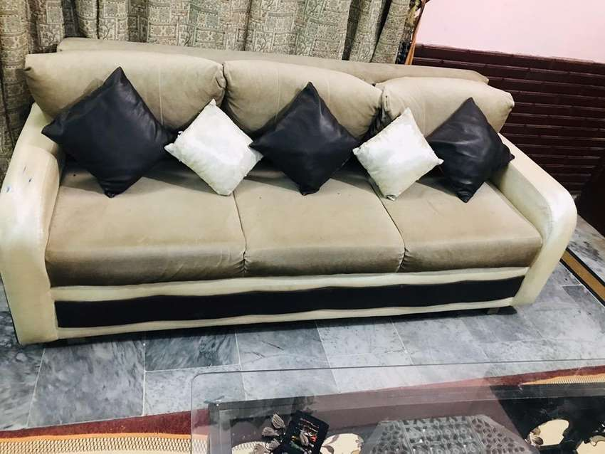 5seater velvet and leather sofa 0