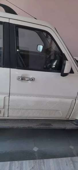 स्कार्पियो गाडी चलाने हेतु ड्राइवर चाहिए।गोरखपुर,सिंघड़िया को