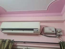 Daikin 2.ton Air-conditioned 3 year old