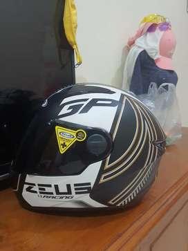 Helm merk Zeus 811 size M