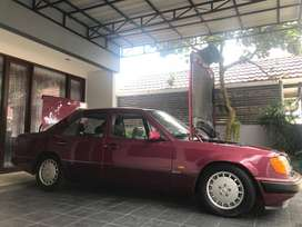 Mercedes benz 300E Sportline Almadine Red