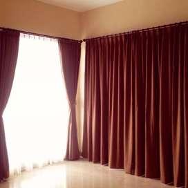 Gordyn minimalis dan wallpaper dinding
