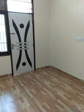 3 BHK, 1350 SQFT READY TO MOVE FLAT FOR SALE IN VASUNDHARA SEC-11