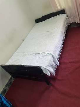 Single bed pure wood old style going cheep price