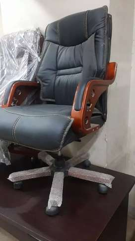 Boss Chair wooden arm base imported
