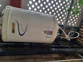 Crompton Greaves geyser 10 liters + 3 liters