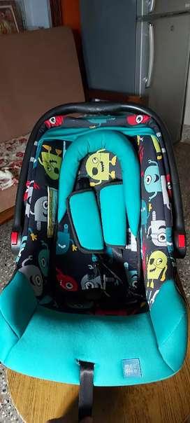 car seat cum Carry cot