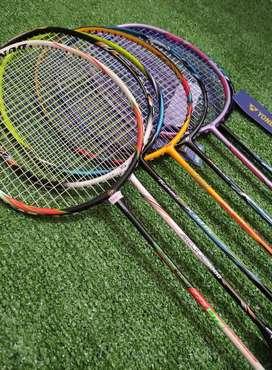 Raket badminton siap pakai